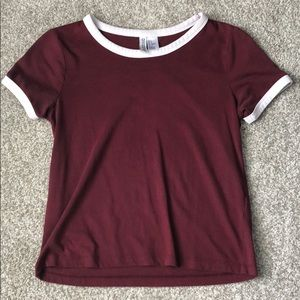 H and M maroon t shirt